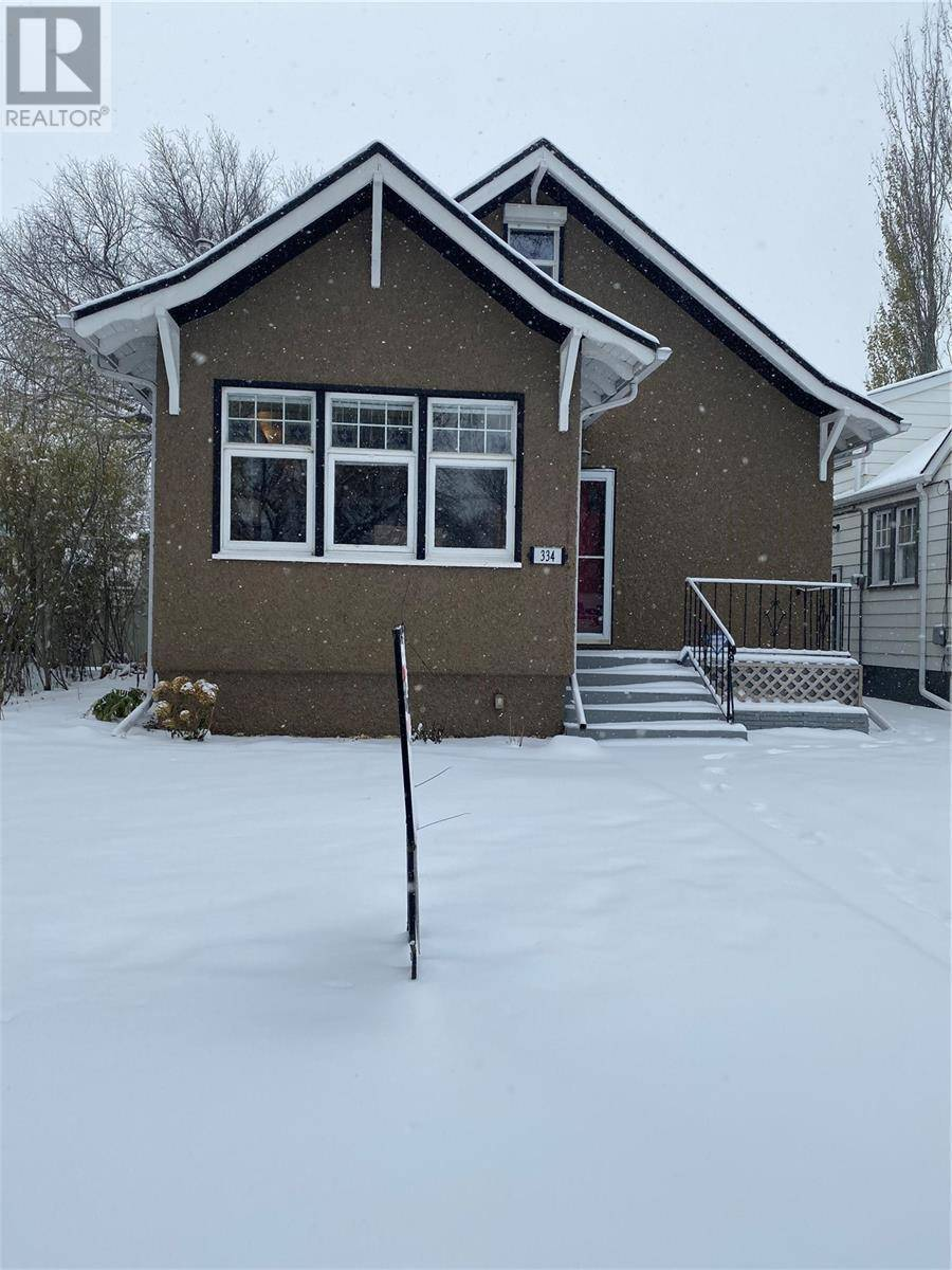 House for sale at 334 8th St E Saskatoon Saskatchewan - MLS: SK790110