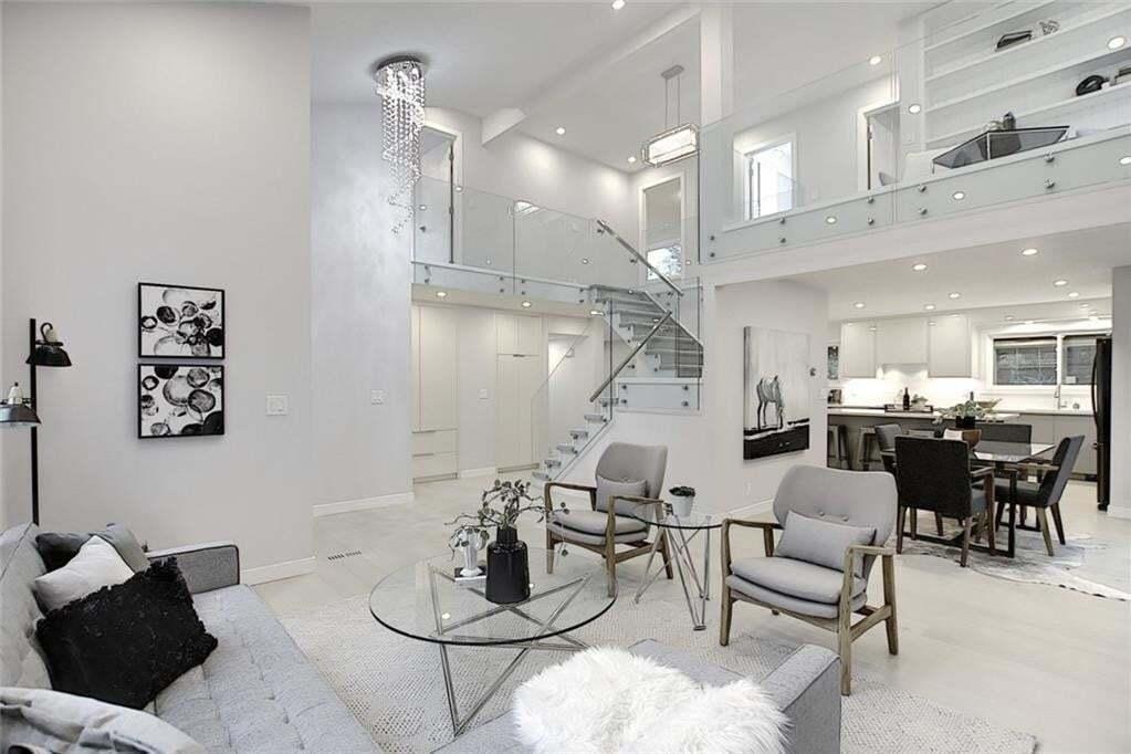 House for sale at 3347 Oakwood Dr SW Oakridge, Calgary Alberta - MLS: C4305669