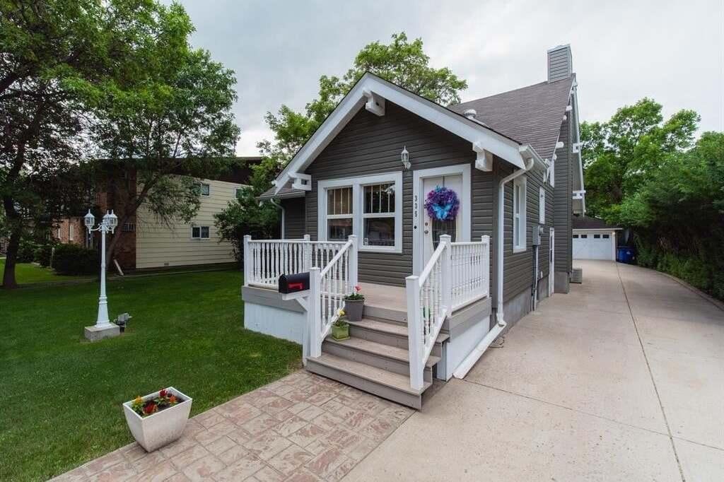 House for sale at 335 2nd St NE Weyburn Saskatchewan - MLS: SK813217
