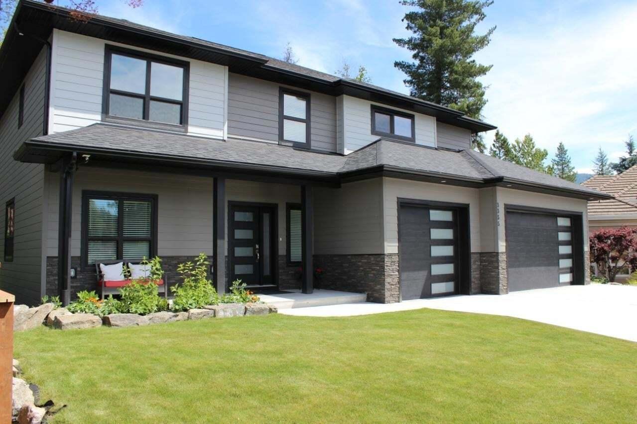 House for sale at 3355 Southridge Drive  Castlegar British Columbia - MLS: 2452744