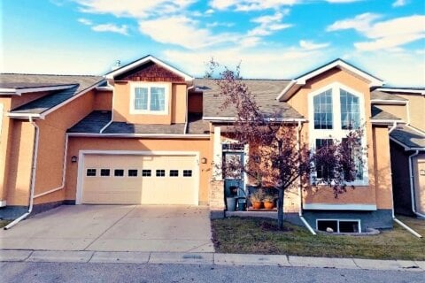Townhouse for sale at 34 Cedargrove Ln SW Calgary Alberta - MLS: A1051957