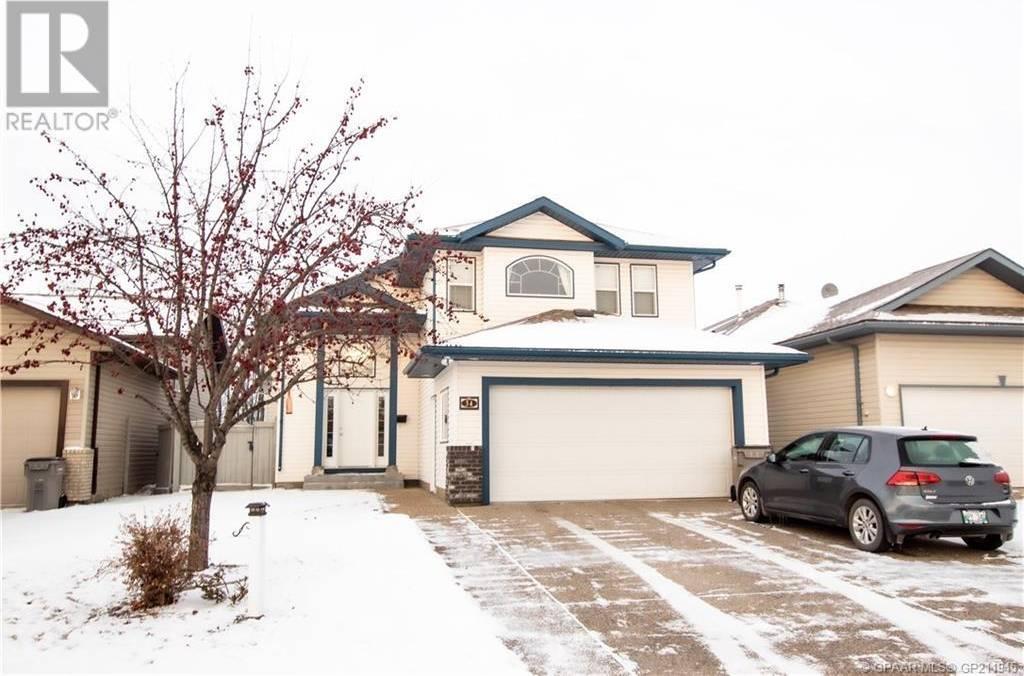 House for sale at 34 Pinnacle Ln Grande Prairie Alberta - MLS: GP211945
