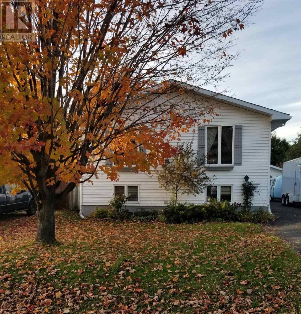 House for sale at 34 Sutton Pl Sault Ste Marie Ontario - MLS: SM127224