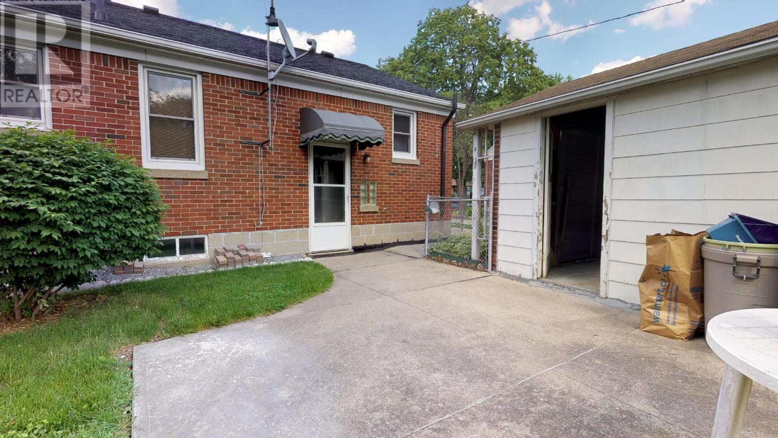 3405 Longfellow , Windsor — For Sale @ $249,900 | Zolo ca