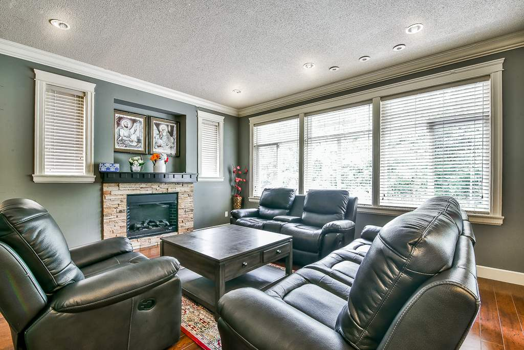For Sale: 3430 Bluejay Street, Abbotsford, BC   6 Bed, 4 Bath House for $1,035,000. See 20 photos!