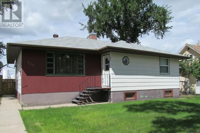 House for sale at 345 4th St W Shaunavon Saskatchewan - MLS: SK822093