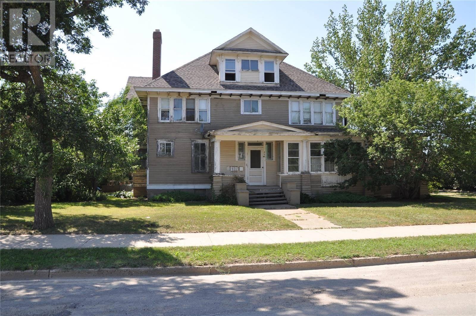 House for sale at 347 Government Rd N Weyburn Saskatchewan - MLS: SK766836