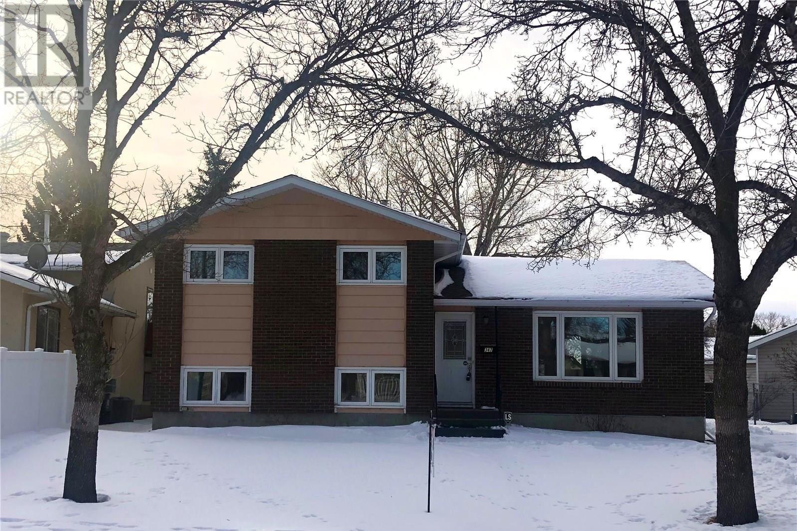 House for sale at 347 Trudelle Cres Regina Saskatchewan - MLS: SK831751