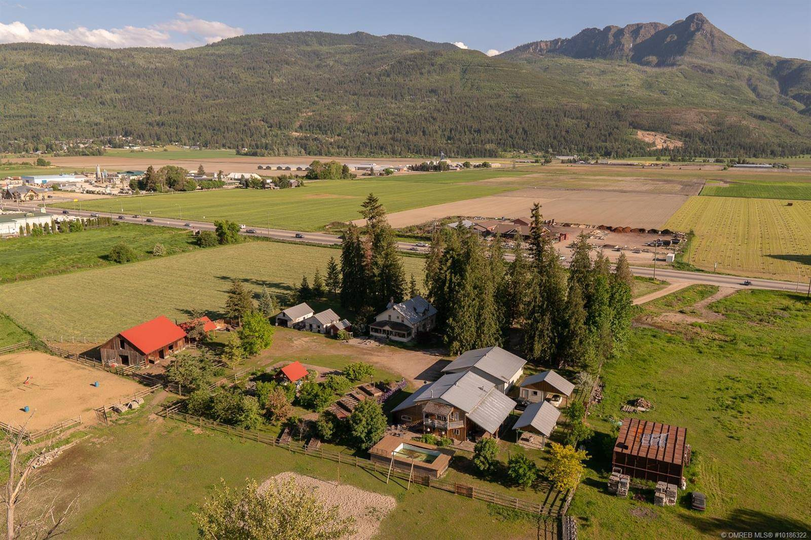 House for sale at 3491 10th Ave Southwest Salmon Arm British Columbia - MLS: 10186322