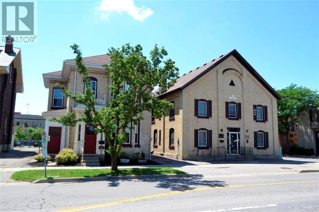 Townhouse for sale at 35 Wellington St Brantford Ontario - MLS: 30758451