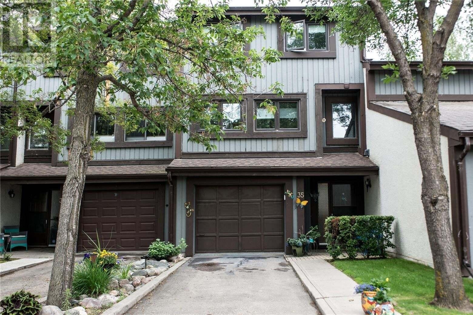 Townhouse for sale at 455 Pinehouse Dr Unit 35 Saskatoon Saskatchewan - MLS: SK817325