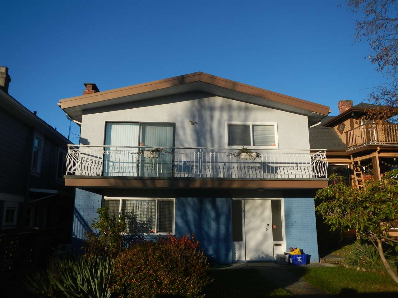 Sold: 35 E 48th Avenue, Vancouver, BC