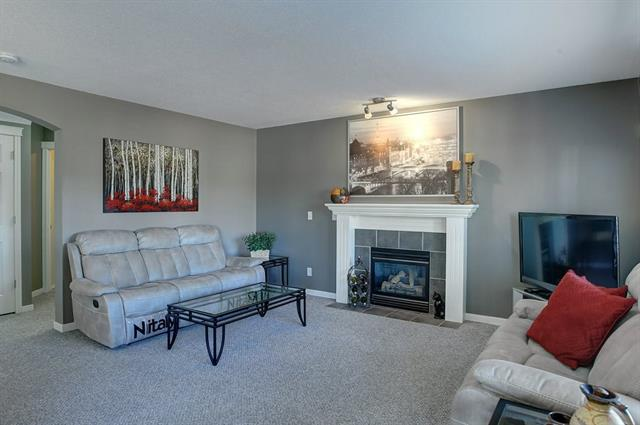 For Sale: 35 Everstone Rise Southwest, Calgary, AB | 3 Bed, 2 Bath House for $445,000. See 31 photos!