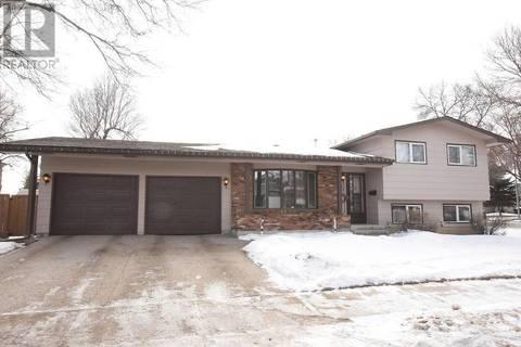 House for sale at 35 Plainsview Dr Regina Saskatchewan - MLS: SK798660