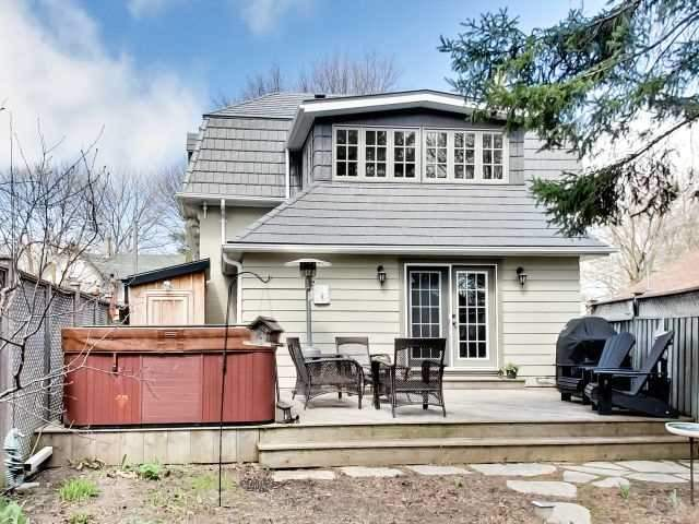 For Sale: 350 Park Avenue, Newmarket, ON | 3 Bed, 2 Bath House for $999,900. See 20 photos!