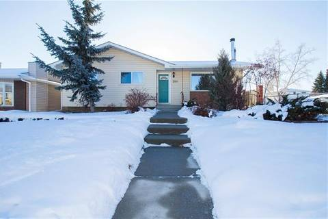 House for sale at 350 Rundleview Dr Northeast Calgary Alberta - MLS: C4281191