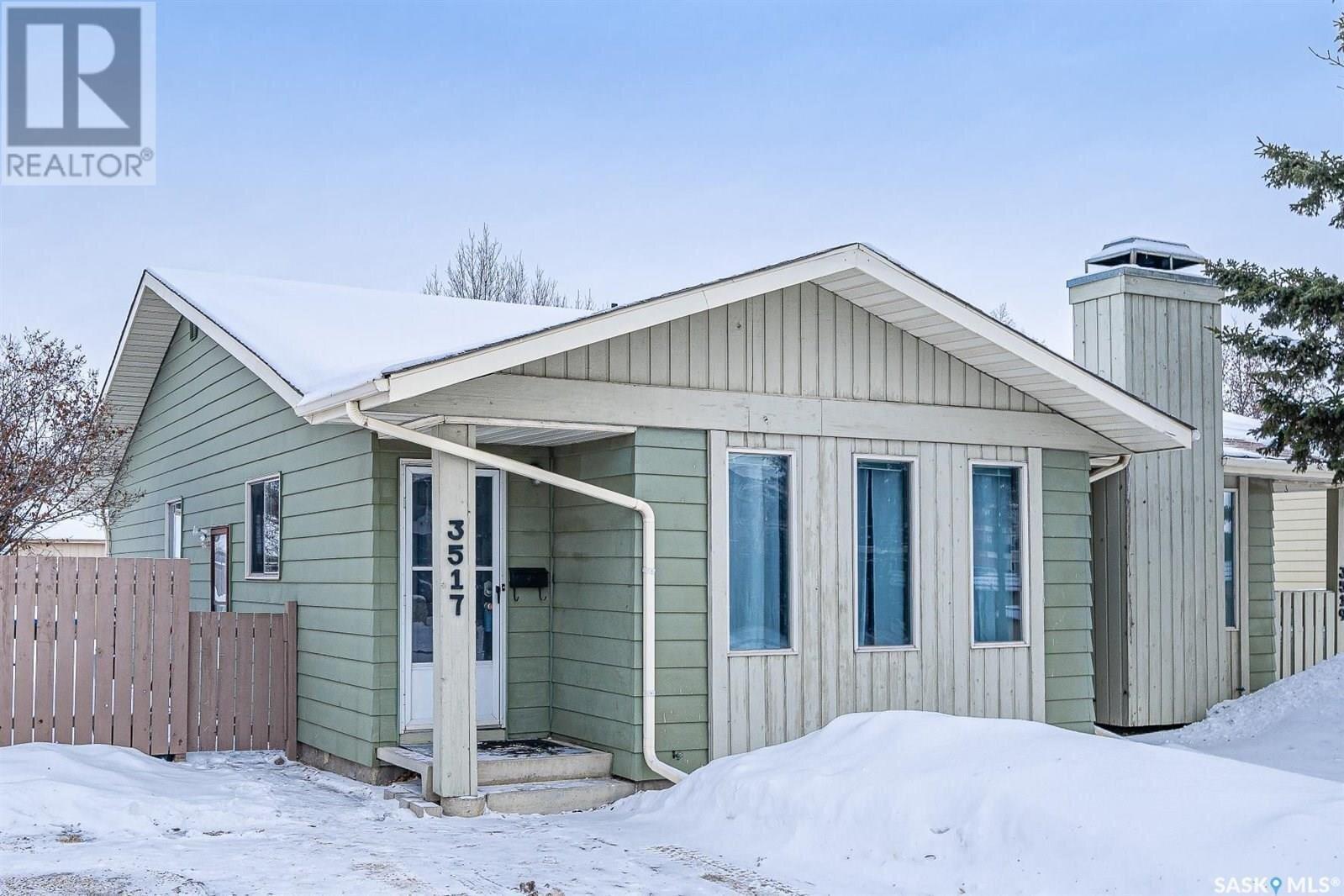 House for sale at 3517 Taylor St E Saskatoon Saskatchewan - MLS: SK839523