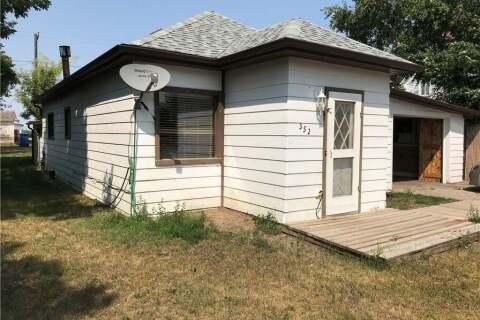 House for sale at 352 3rd St Gull Lake Saskatchewan - MLS: SK802813