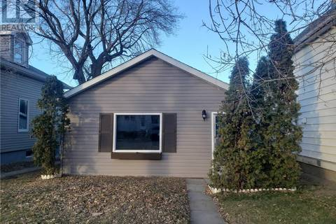 House for sale at 352 Iroquois St W Moose Jaw Saskatchewan - MLS: SK795945