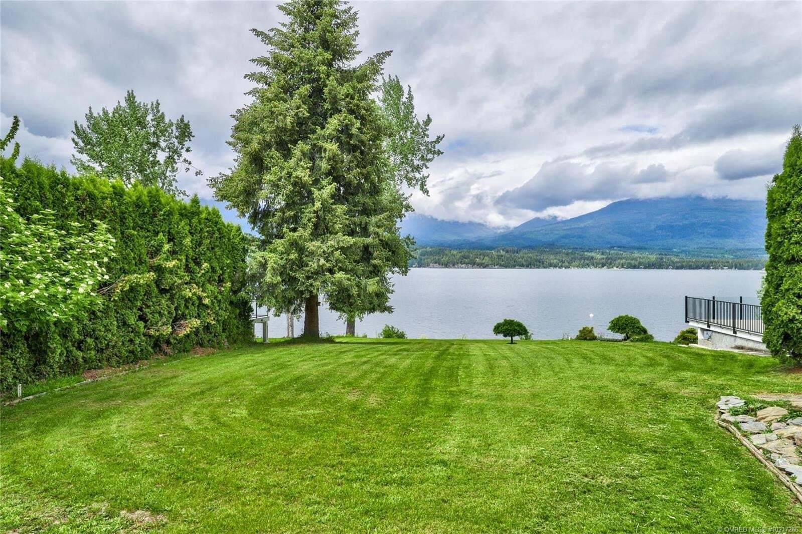 Home for sale at 3521 Eagle Bay Rd Eagle Bay British Columbia - MLS: 10217286