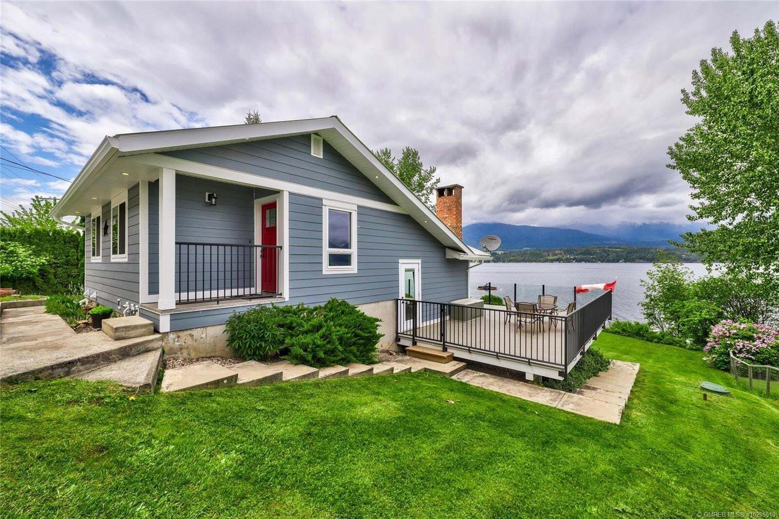 House for sale at 3525 Eagle Bay Rd Eagle Bay British Columbia - MLS: 10205510