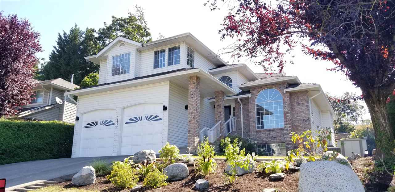 For Sale: 35264 Marshall Road, Abbotsford, BC | 5 Bed, 4 Bath House for $848,800. See 20 photos!