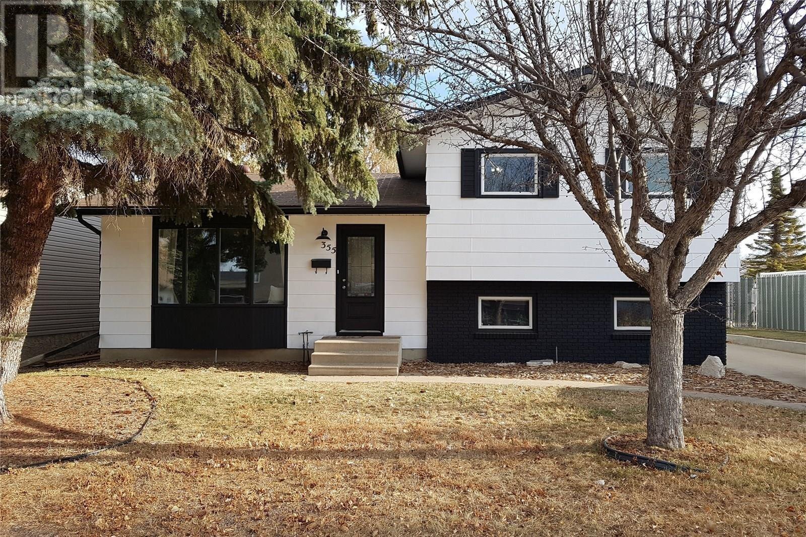 House for sale at 355 Charlebois Cres Saskatoon Saskatchewan - MLS: SK837650
