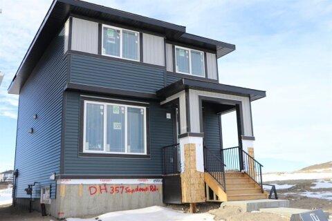 House for sale at 357 Sundown  Rd Cochrane Alberta - MLS: A1052641