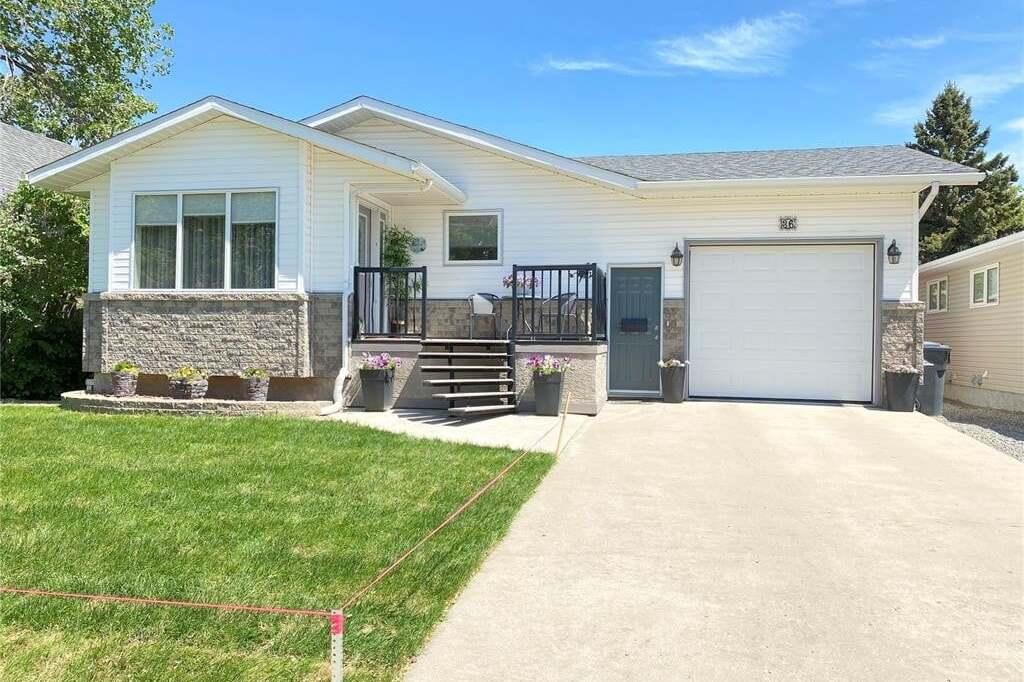 House for sale at 36 8th St Weyburn Saskatchewan - MLS: SK811039