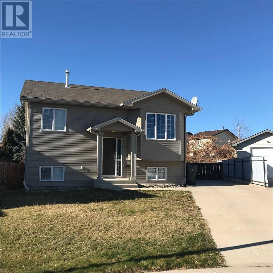 House for sale at 36 Micmac Ct W Lethbridge Alberta - MLS: ld0190161