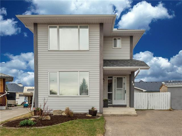 Sold: 36 Woodside Circle Northwest, Airdrie, AB