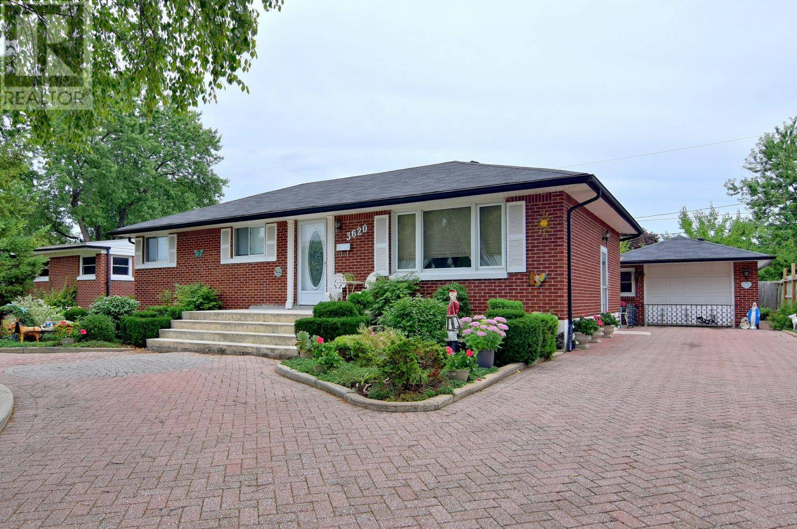 House for sale at 3620 Dominion Blvd Windsor Ontario - MLS: 19025030