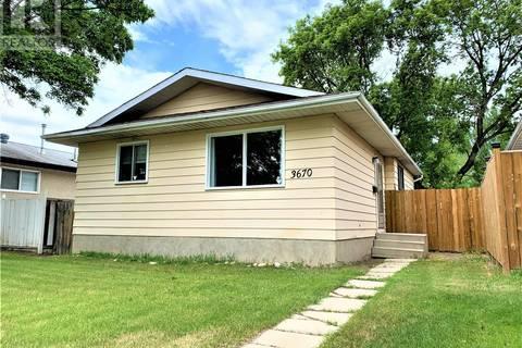 House for sale at 3670 Macdonald Rd Saskatoon Saskatchewan - MLS: SK776154