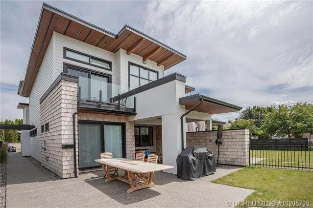 Townhouse for sale at 3697 Lakeshore Rd Southeast Kelowna British Columbia - MLS: 10205705