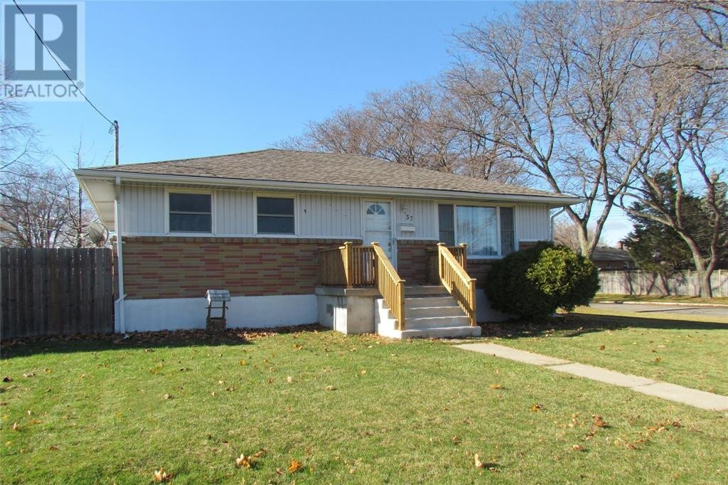 House for sale at 37 Aberdeen Ave Sarnia Ontario - MLS: 20012694