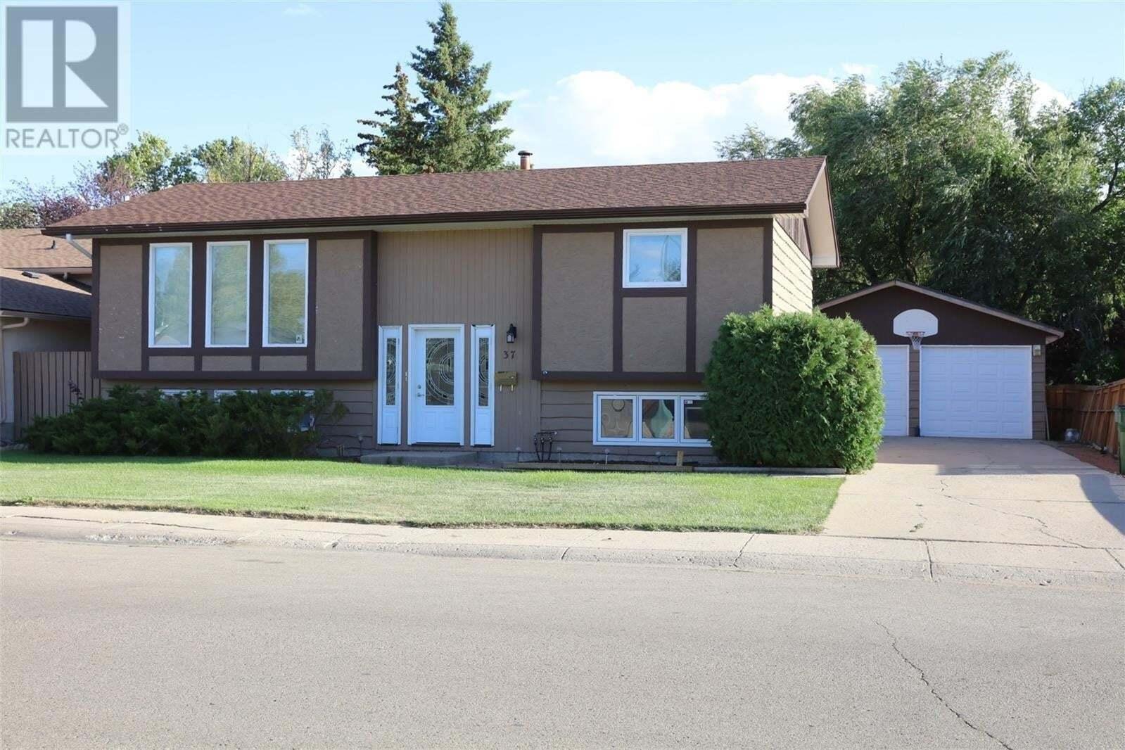 House for sale at 37 Calypso Dr Moose Jaw Saskatchewan - MLS: SK825696