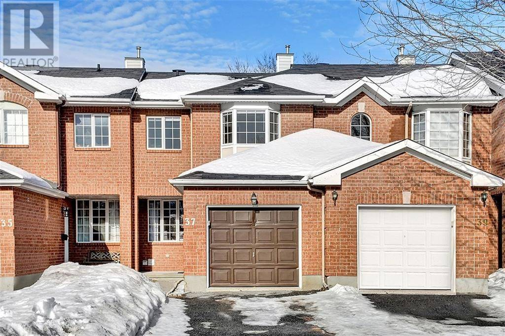 Townhouse for sale at 37 Daventry Cres Ottawa Ontario - MLS: 1183796