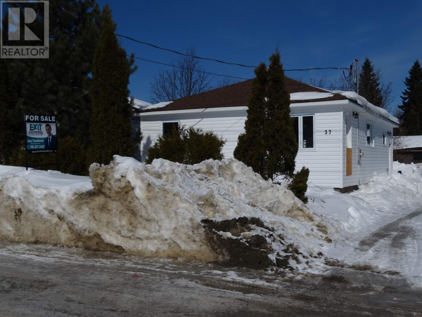 For Sale: 37 Magpie Road, Wawa, ON | 2 Bed, 1 Bath House for $89,900. See 18 photos!
