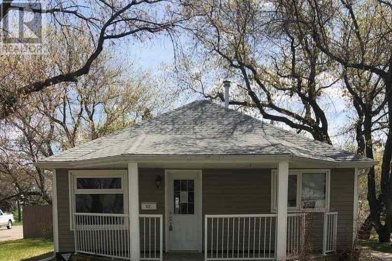 House for sale at 37 Merritt Cres Regina Saskatchewan - MLS: SK809793
