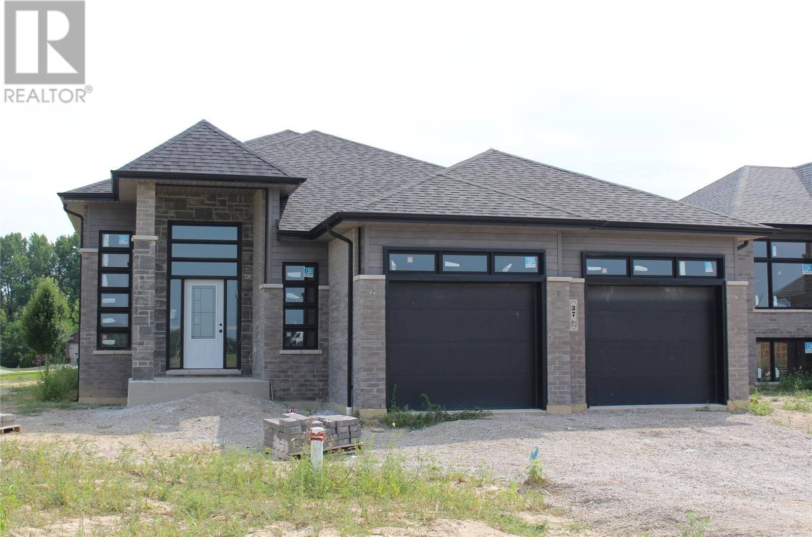 House for sale at 37 Woodland  Kingsville Ontario - MLS: 20000333
