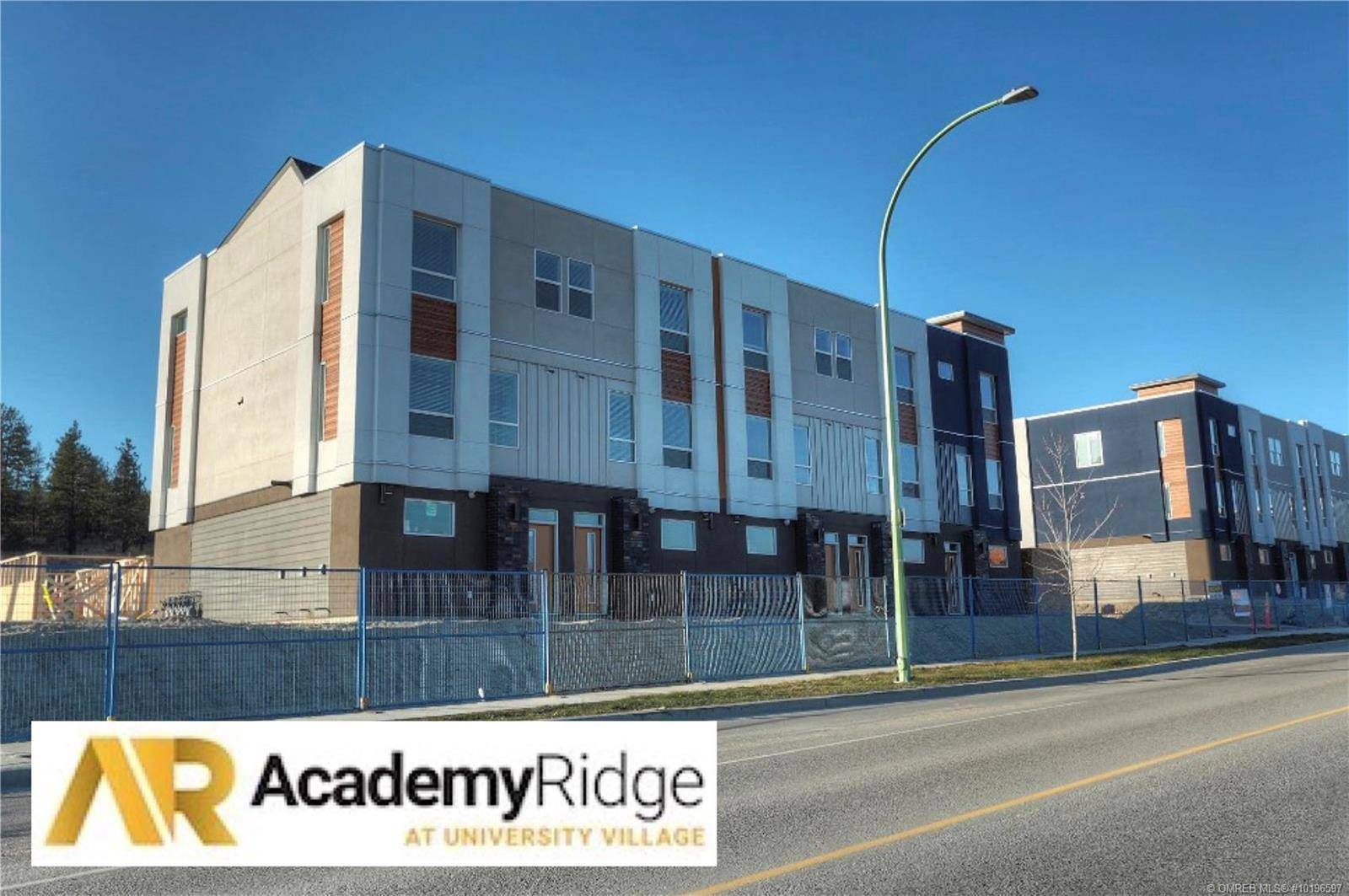 Townhouse for sale at 610 Academy Wy Unit 370 Kelowna British Columbia - MLS: 10196597