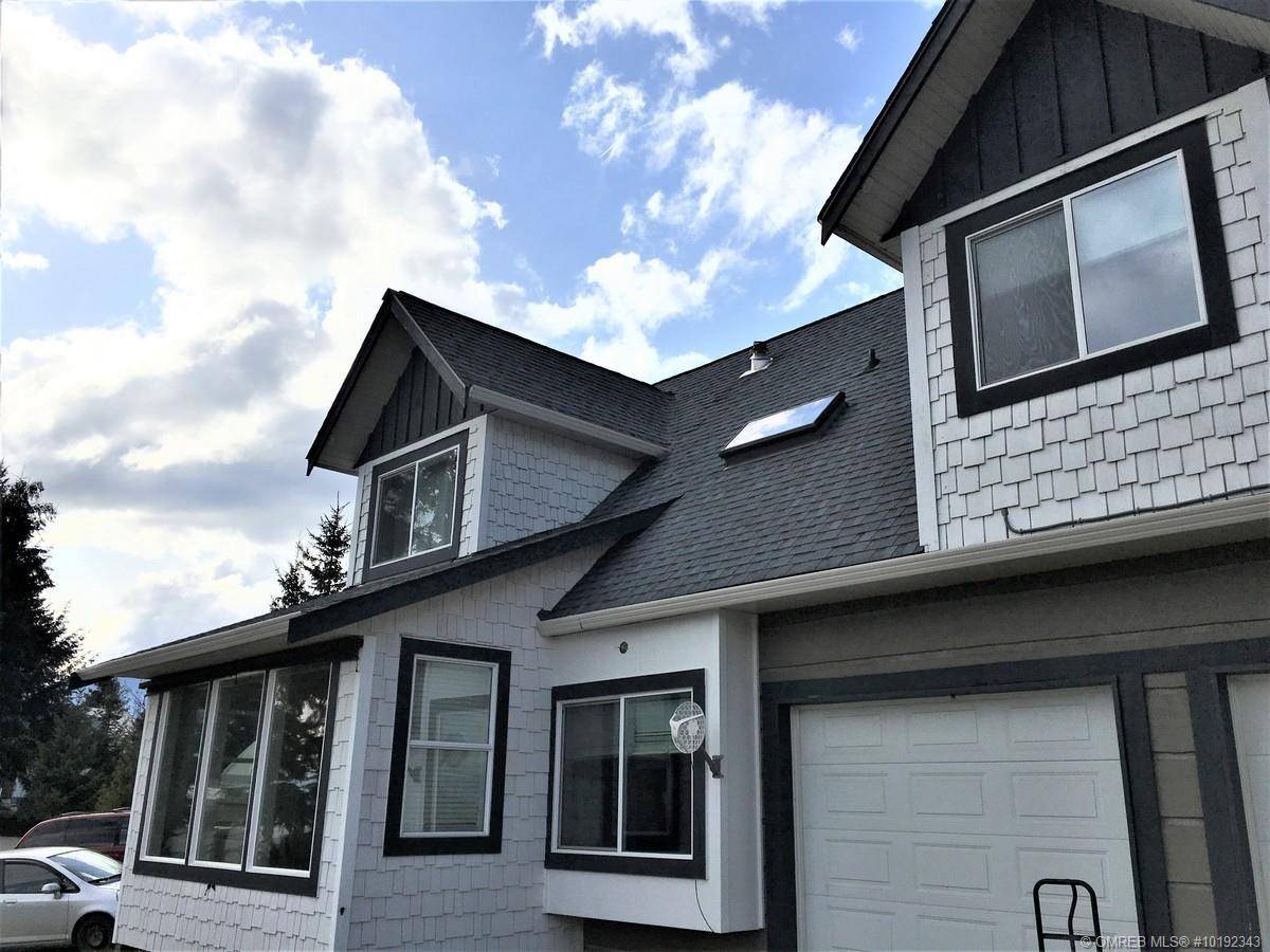 Townhouse for sale at 3702 Southview Rd Tappen British Columbia - MLS: 10192343