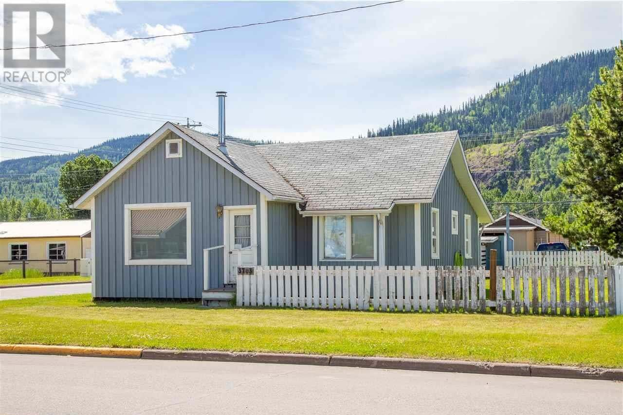 House for sale at 3703 Broadway Ave Smithers British Columbia - MLS: R2469825