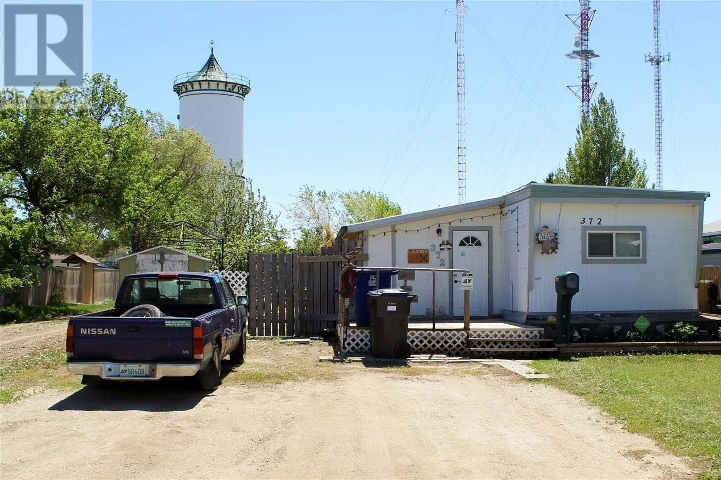 Home for sale at 372 9th Ave SE Weyburn Saskatchewan - MLS: SK810640