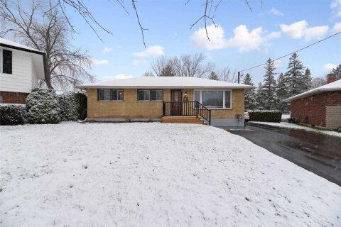 House for sale at 372 Garden Court Ct Oshawa Ontario - MLS: E4999493