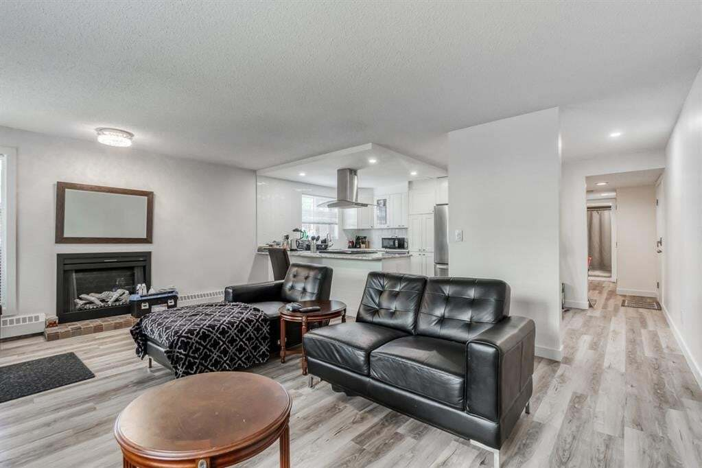Condo for sale at 3727 42 St Northwest Calgary Alberta - MLS: A1010710