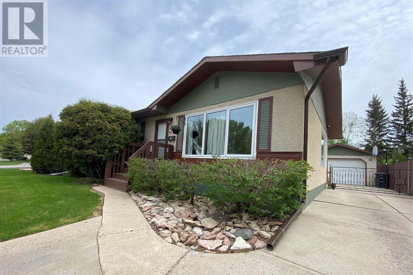 House for sale at 3727 Fairlight Dr Saskatoon Saskatchewan - MLS: SK810273