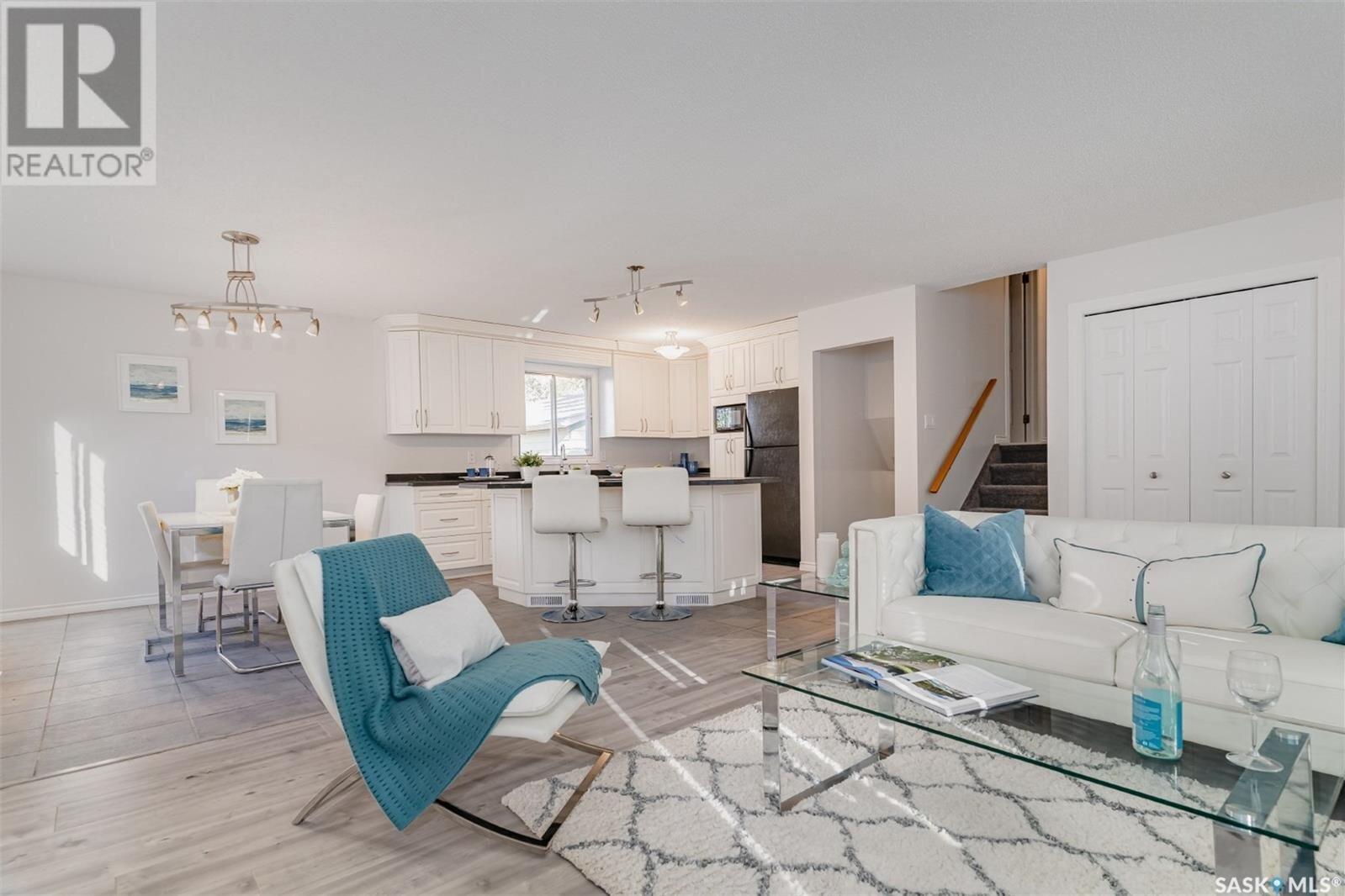 House for sale at 3727 Taylor St E Saskatoon Saskatchewan - MLS: SK833538