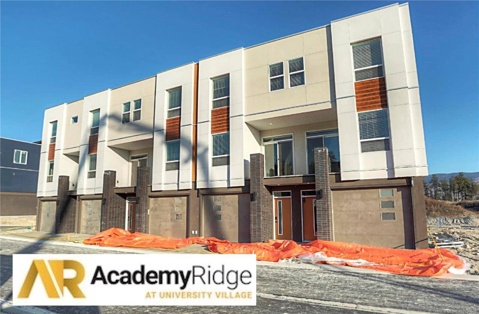 Townhouse for sale at 610 Academy Wy Unit 374 Kelowna British Columbia - MLS: 10196599
