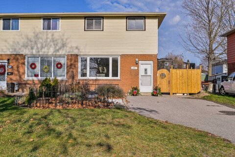 Townhouse for sale at 374 Dwight Ave Oshawa Ontario - MLS: E4998127